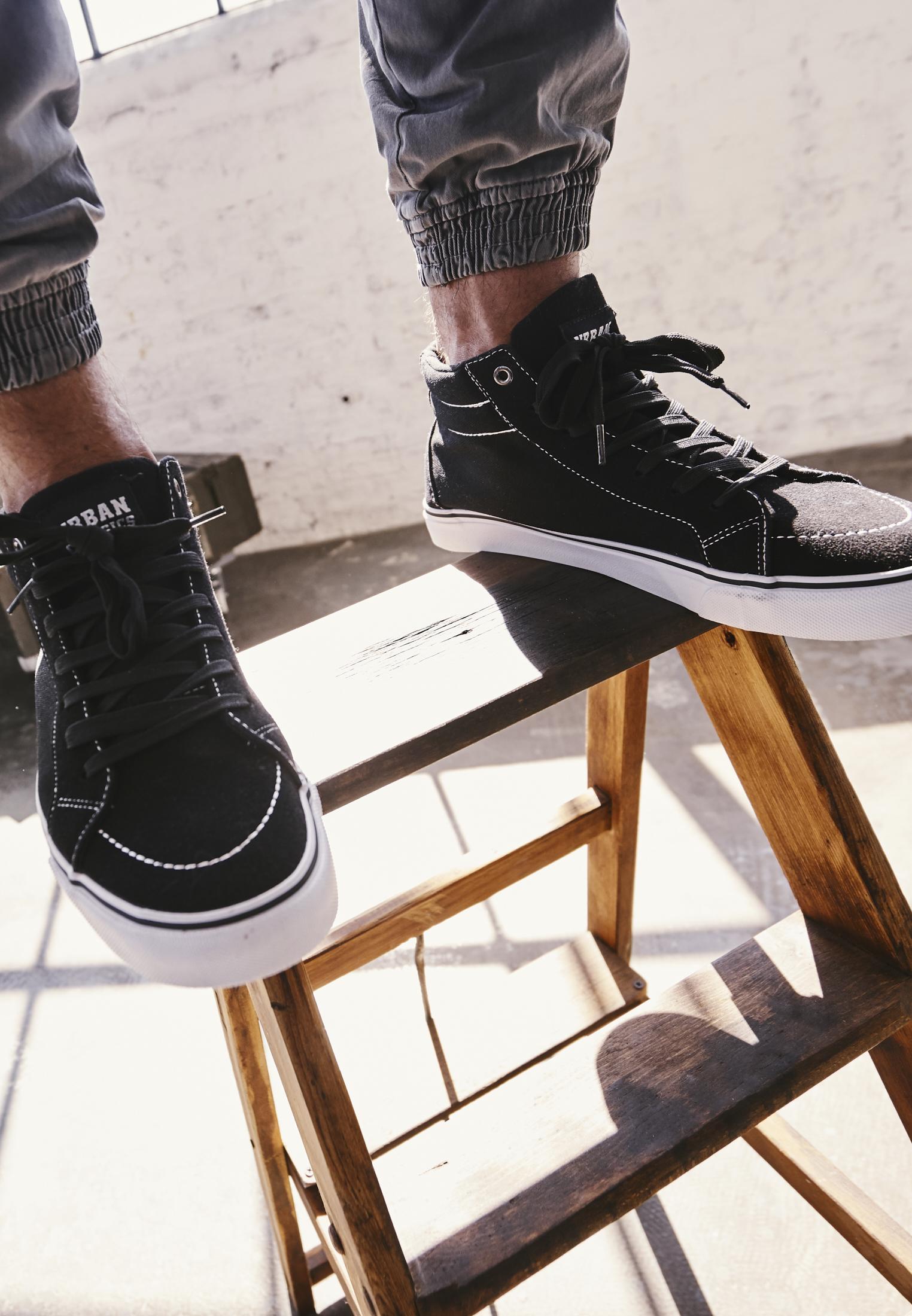 High Canvas Sneaker TB2313