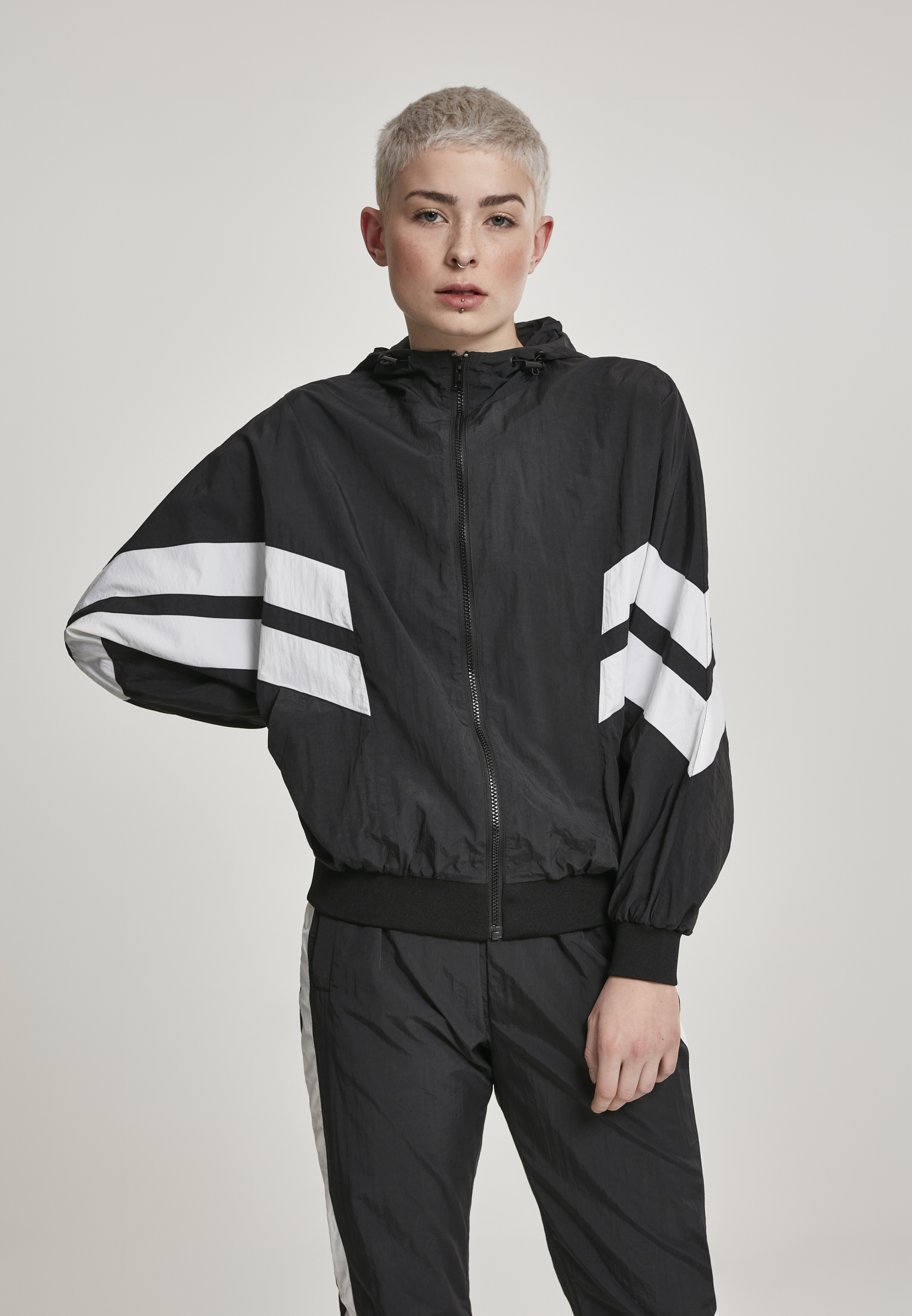 Urban Classics Damen Jacke Ladies Crinkle Batwing Jacket